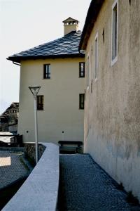 muro nord della chiesa e casa parrocchiale